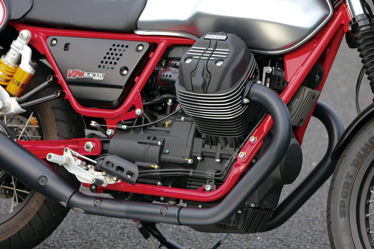 画像: OHV2バルブ、伝統の縦置きVツインエンジンは52HPを発揮。そのサウンドやパルス感は独特なもので、走り出すとスペックの数値以上にパワフルに感じられる。
