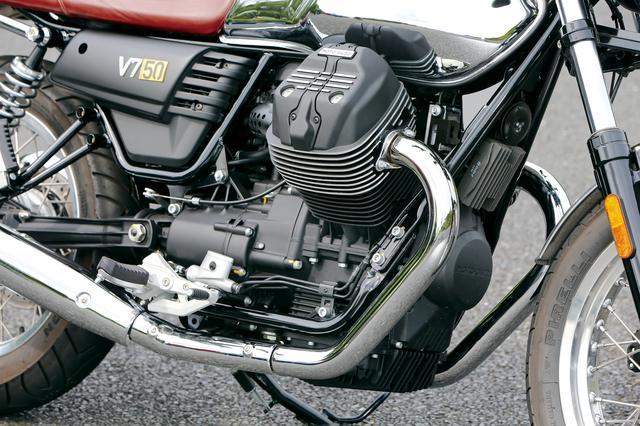 画像: 伝統の縦置き空冷Vツインは、通常モデルのV7ストーンなどと共通だが、シリンダーの冷却フィンのサイドが切削仕上げとされているのがアクセントになっている。