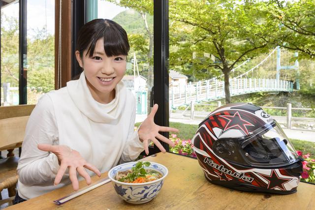 画像: 梅ちゃんが注文した「ふるさと山菜そば」(608円)にも、しっかり特産品のクレソンがのっています。