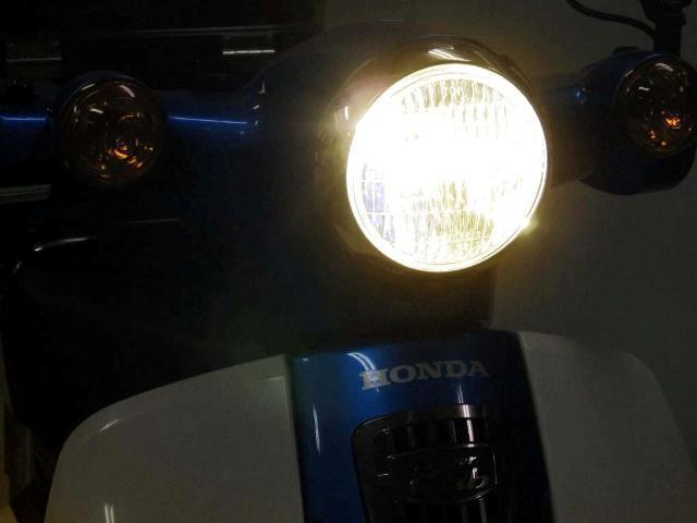 画像: LEDクラシカルヘッドライトkit 3000ケルビン 写真だとちょっとわかりにくいが、少々黄色っぽい色です。