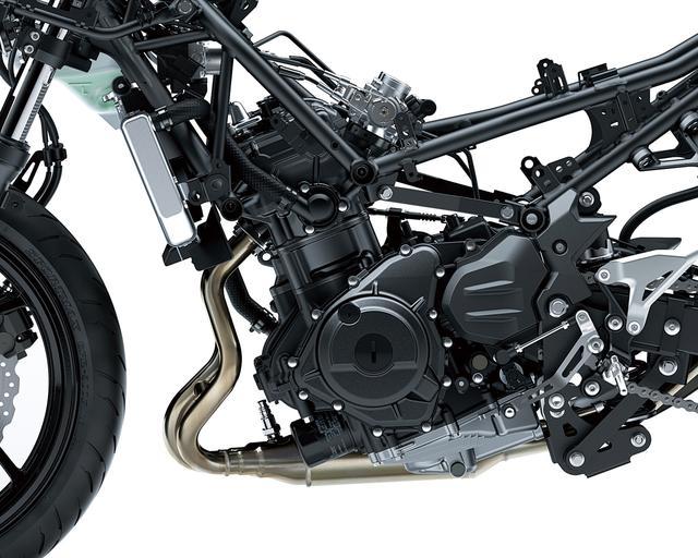 画像: 今回から排気量が248㏄となった新エンジンは37PSを発揮。まずパワーを上げていって、そこから最適な特性を導き出すという開発手法が採用されている。吸気はダウンドラフトで、スロットルボア径は、このクラスでも最大級の32㎜となっている。