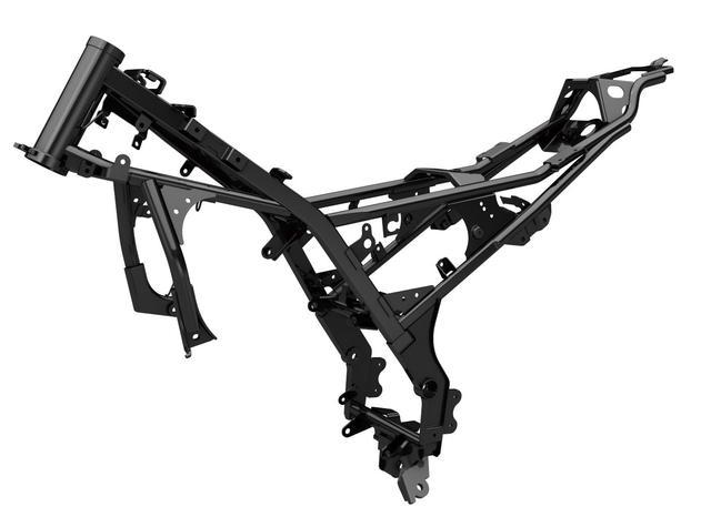 画像: カバーやカウルなどによってその形状が分からないスチール製のフレーム。コンパクトな単気筒エンジンに合わせたスリムなデザインだが、軽量で高剛性に仕上げられていて俊敏なハンドリングと優れた安定性を支えている。