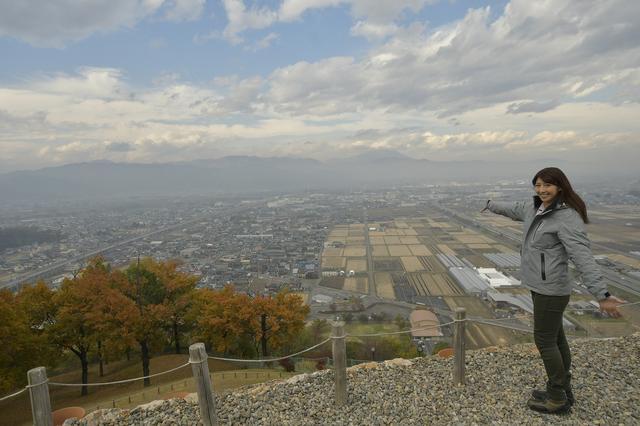 画像: 前方後円墳の上からの景色! 実はこの写真に私の実家が写ってます(笑) どこでしょう!?