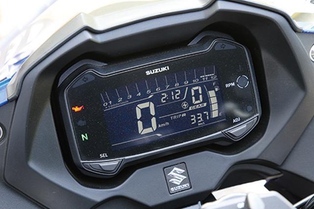画像: フル反転液晶メーターパネルは、ギアポジション、平均燃費計、オイルチェン警告灯まで装備。