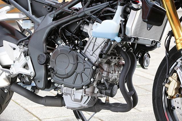 画像: シングルなみの軽量・スリムさを誇る180度クランクのパラレルツインは、4車中2番手となる38PSを発揮。カム同軸のウォーターポンプはMotoGPレーサーRC213V譲りだ。