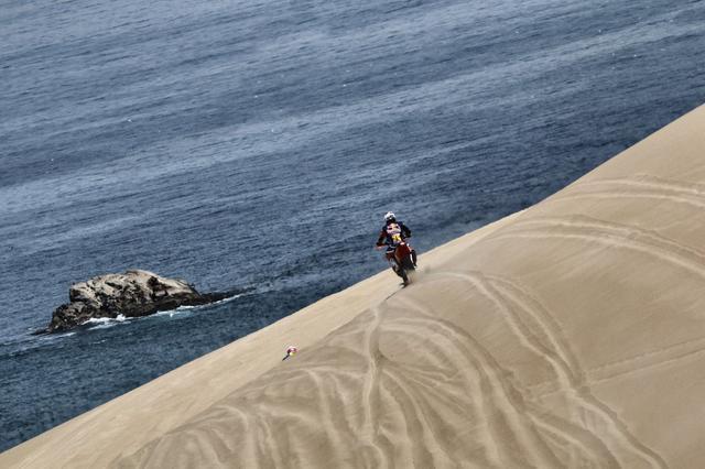 画像: 砂漠と太平洋のコントラストが美しい…けど、選手はそれどころじゃないんですねぇ