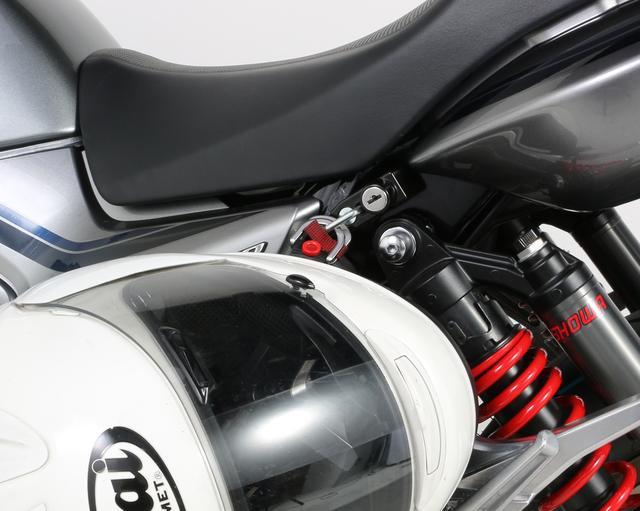 画像1: CB1300SF/SBにヘルメットホルダー増設でタンデム時の利便性もアップする