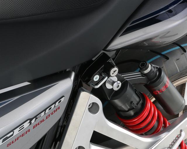画像2: CB1300SF/SBにヘルメットホルダー増設でタンデム時の利便性もアップする
