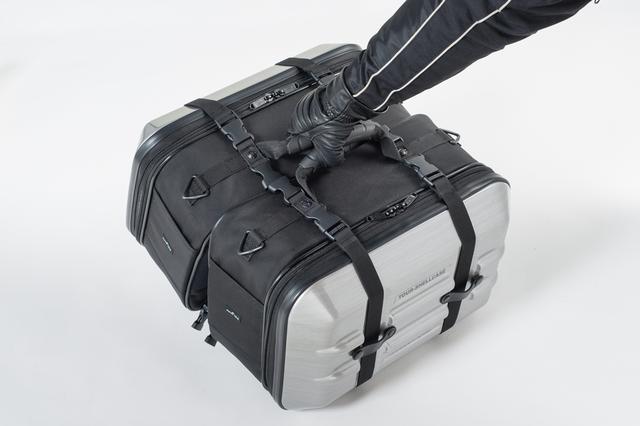 画像: 一度に左右のバッグを持ちやすい位置にハンドグリップを配置