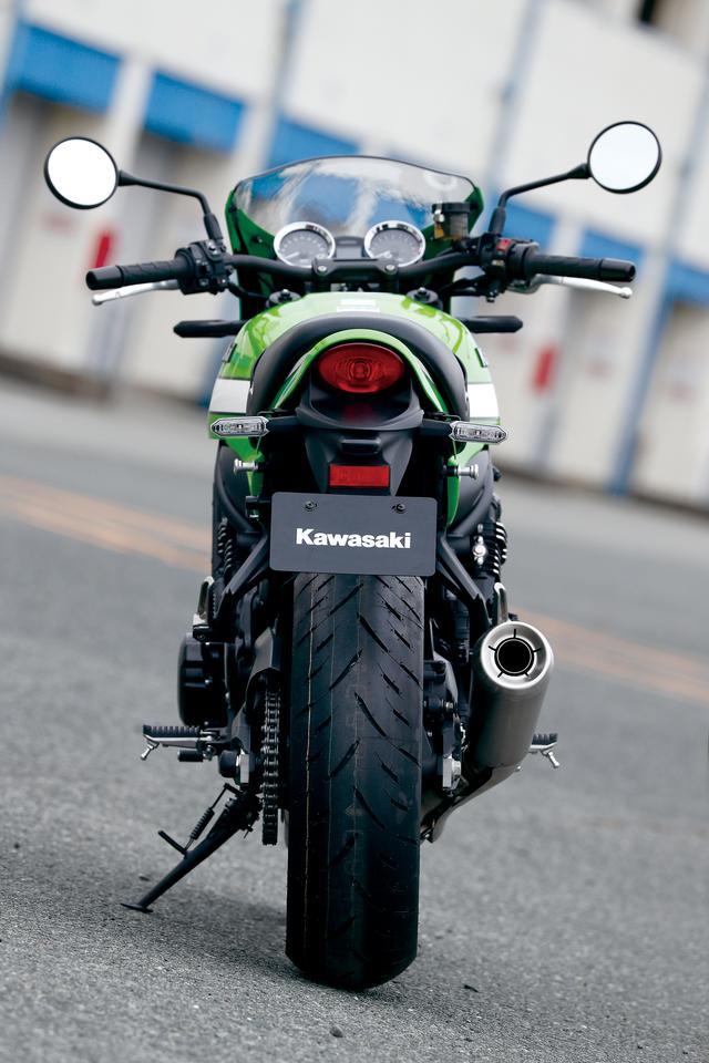 画像: 幅の広い直4エンジンを搭載する点はモチーフとなったZ1と同じだが、現代的なスポーツバイクらしくスリムに仕上げられている。