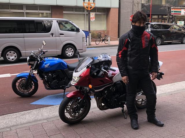 画像: 伊藤真一さん、完全防寒。ジャケットの中に3枚着てるとか!? 伊藤さんがお住いの仙台の方が寒いと思うんですけど…さすがに抜かりがありません。