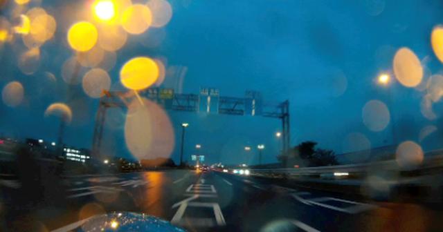 画像: 凄く綺麗に撮れた車載動画の切り取り画像。雨天の空色は好きです。
