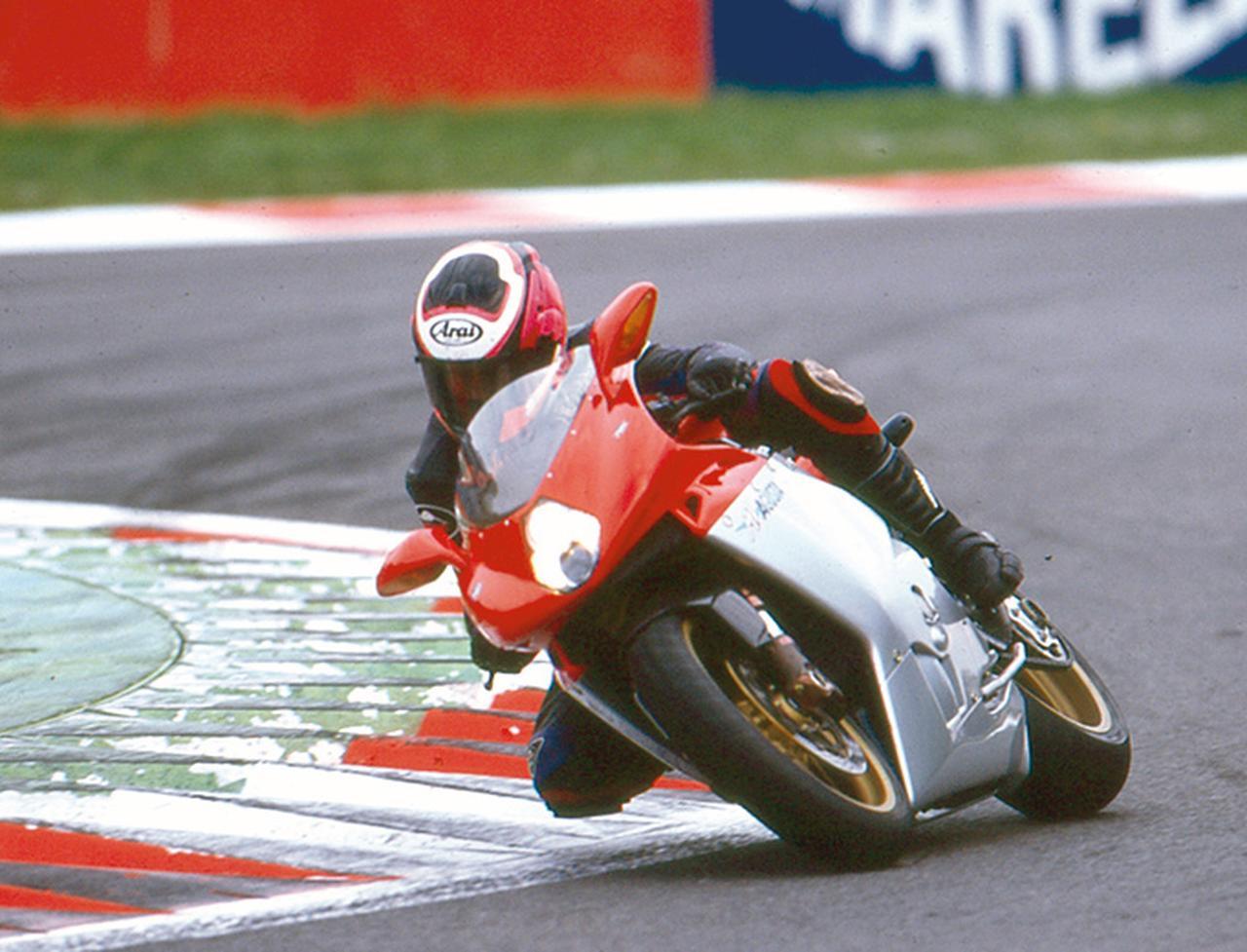画像: 当時、その走りはまさに異次元。「イタリアの至宝」と呼ばれるだけのパフォーマンスだった。