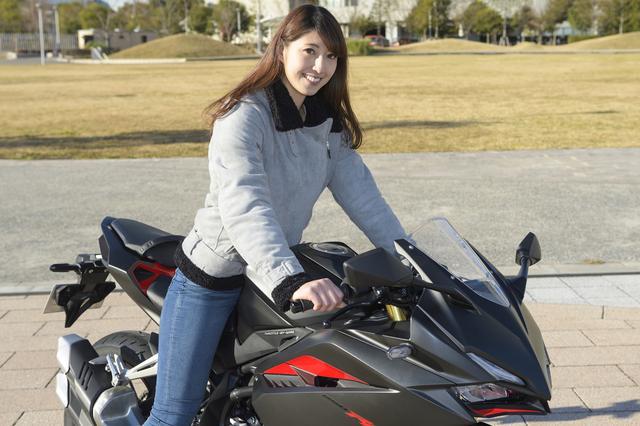 画像1: まず、デザインがすっごく好み(/ ω /) わたしはレースを見て、「バイクに乗りたい!」って思ったのでやっぱりスポーツタイプに目がないみたい!