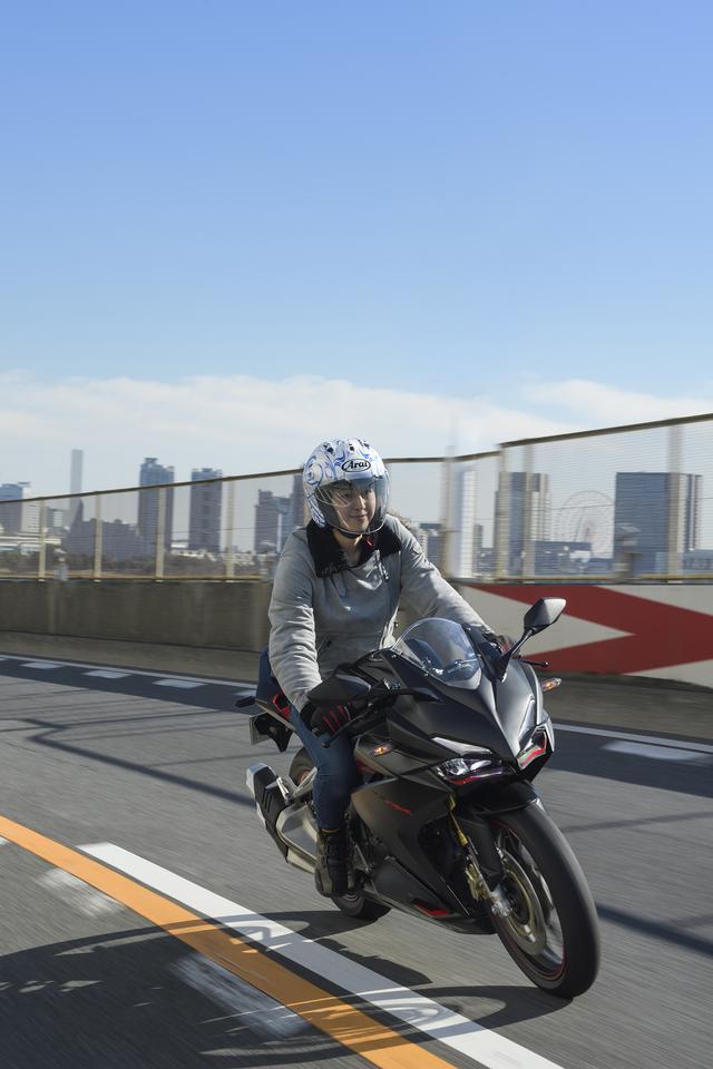 画像2: まず、デザインがすっごく好み(/ ω /) わたしはレースを見て、「バイクに乗りたい!」って思ったのでやっぱりスポーツタイプに目がないみたい!