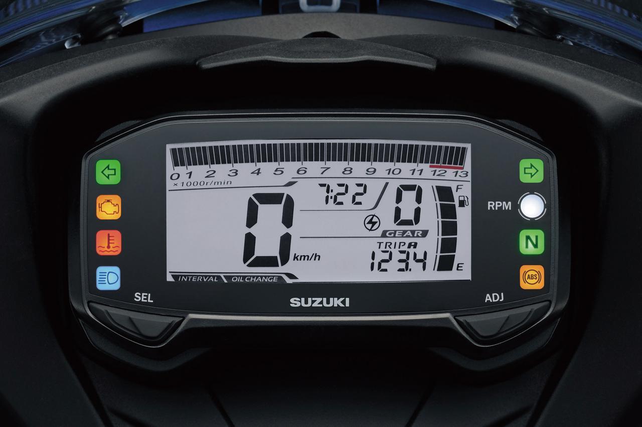 画像: コンパクトだが視認性に優れる多機能液晶メーターを装備。任意の回転数で点灯または点滅するエンジンRPMインジケーターも備えている。