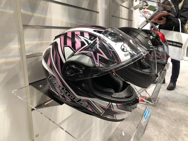 画像: こちらは梅本まどかさんお気に入りの「AEROBLADE-5 VISION」の新色「ブラック/ピンク」。発売は2018年4月が予定されており、価格は3万5000円+税となっています。