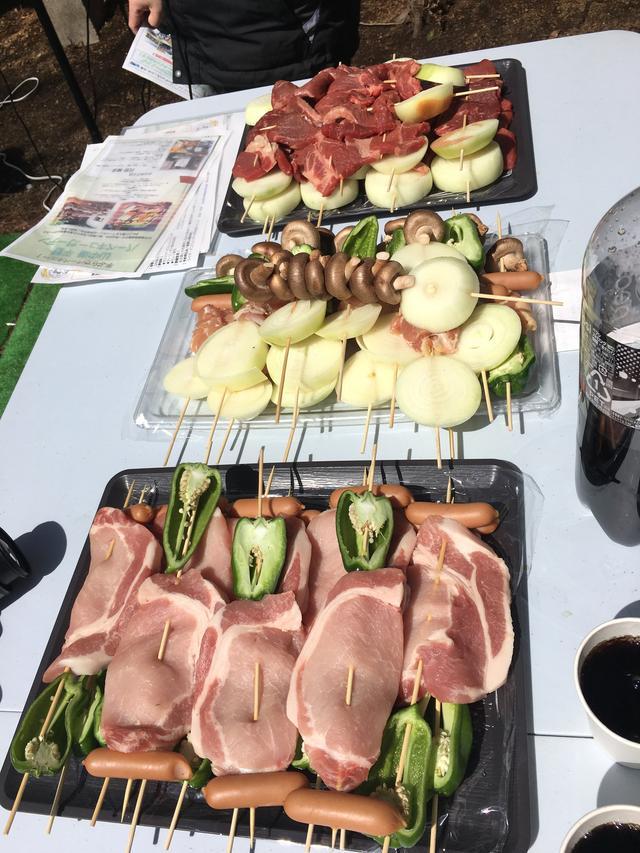 画像: 牛、鶏、豚の串刺しのお肉に、海鮮物もたくさんありました(*´ω`*)