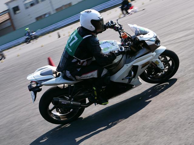 画像: C1級28位 藤原淳司選手&GSX-R1000 1分41秒777