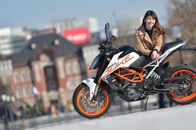 画像: 大関さおり×KTM 390DUKE 姉妹紙『月刊オートバイ』などでも活躍しているバイク好きモデル。プロボクサーのライセンスも持ち、様々なバイクイベントではMCも務めるなど、アクティブに活躍している。