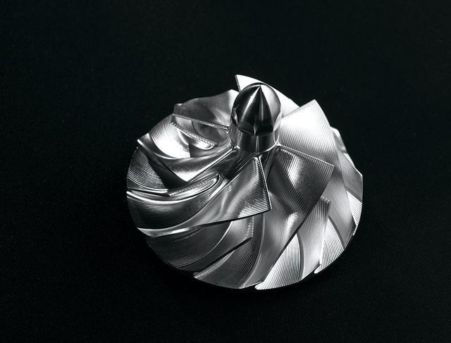 画像: バランス型スーパーチャージャーは、ブレードの形状や角度を最適化した新形状のインペラーを採用。スムーズな出力特性を実現している。
