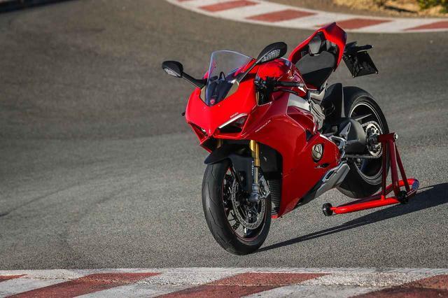 画像: Ducati Panigale V4/S 263万9000円/ 328万円 最高出力:214 PS/ 13000 rpm 最大トルク:12 . 6㎏ m/ 10000 rpm