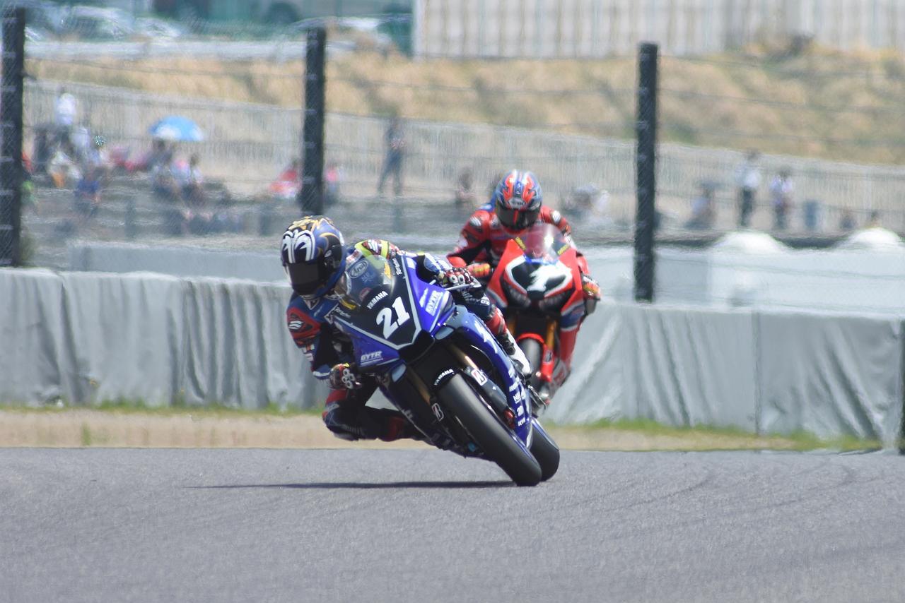 画像: ラスト2周で巧を突き放した中須賀 ホントに強い、チョー速い! 死角が見当たりません
