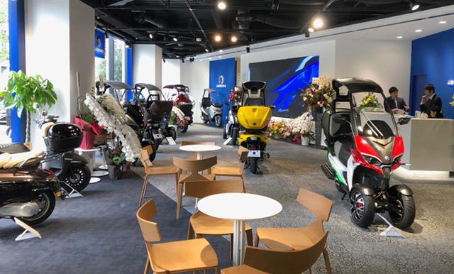 画像1: ヨーロッパのスクーター「ADIVA」と「プジョー」を体感できる ショールームが赤坂にオープン