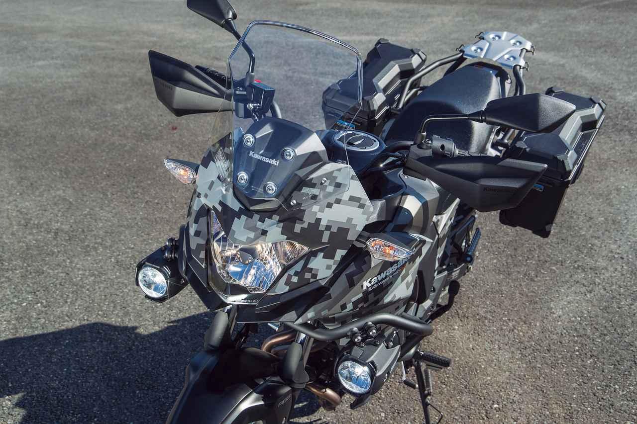 画像: エッジの効いたデザインのヘッドライト&カウルに防風効果に優れるウインドスクリーンを装着。PIAA製LEDフォグランプはオプション。