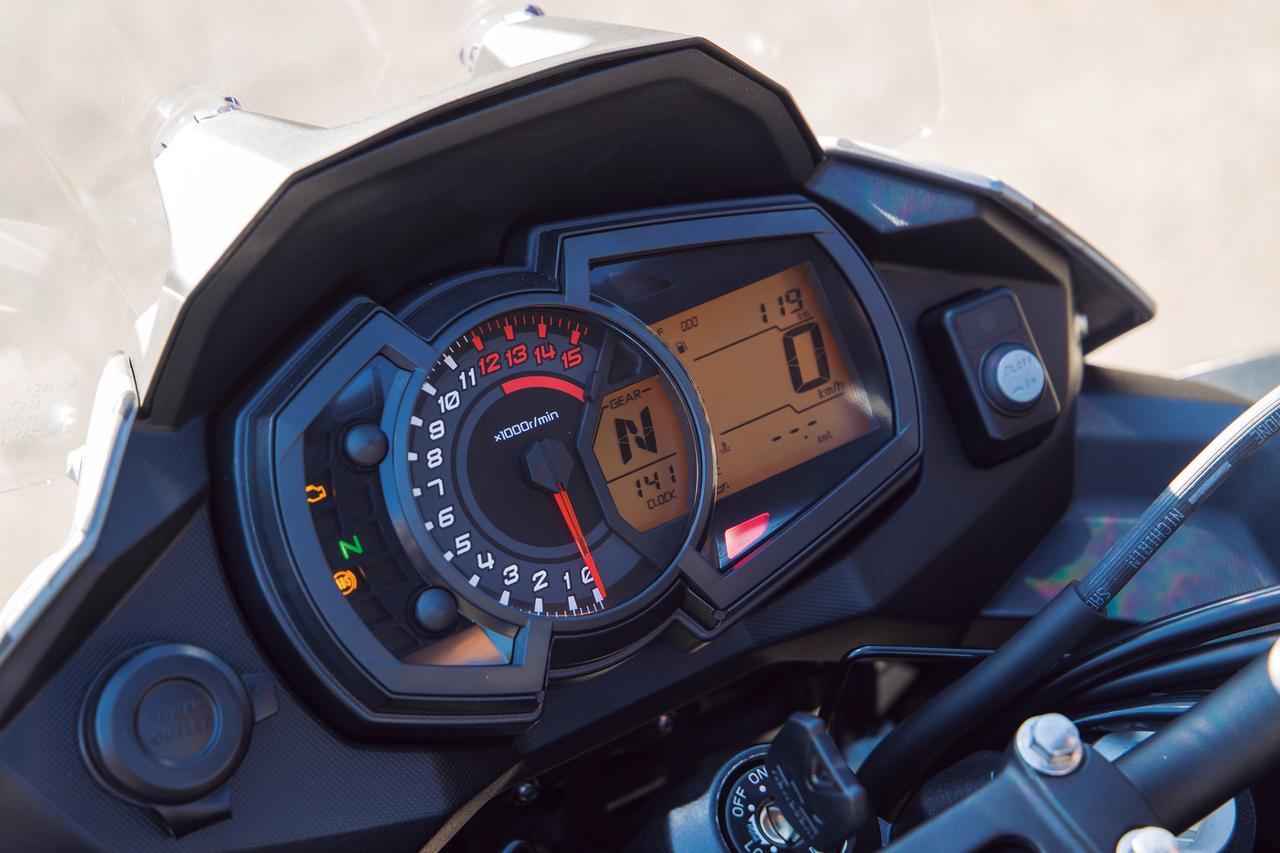 画像: アナログタコメーターと多機能液晶スクリーンの組み合わせで、シフトインジケーター表示部がタコメーター内に食い込んで見やすい。