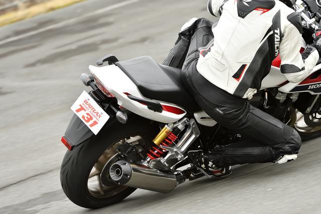 画像3: ウェット路面にもドライでのスポーティな走りでもグリップ力を向上させた「バトラックス・スポーツツーリング T31」!