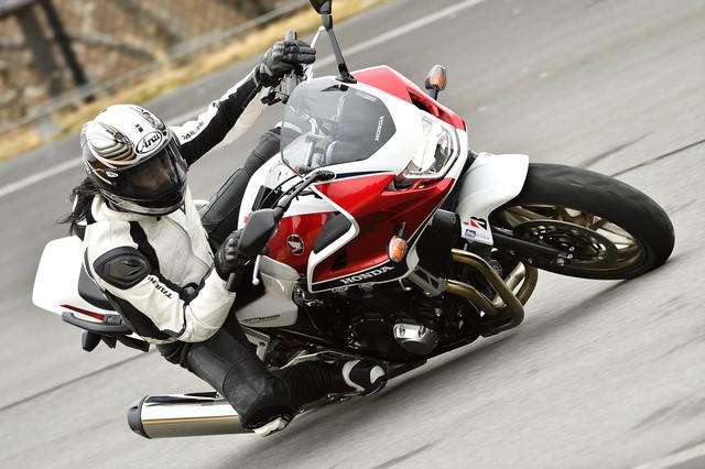 画像1: ウェット路面にもドライでのスポーティな走りでもグリップ力を向上させた「バトラックス・スポーツツーリング T31」!