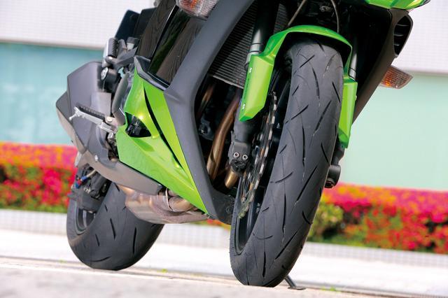 画像: タイヤサイズ、空気圧ともに車両指定を守ってテスト中。新品装着時から約200㎞で性能が安定してきたが、これがどこまで続くのか楽しみだ。