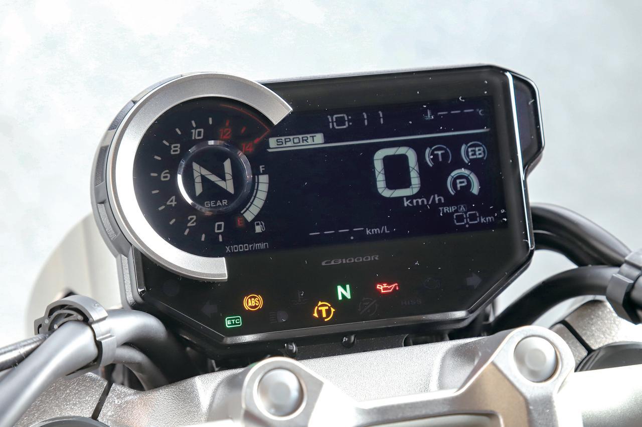 画像: 小型化を図りつつ、情報を集約した液晶デジタルメーターを採用。左上部に車両情報をひと目で伝える8色のマルチカラーライン表示を採用。