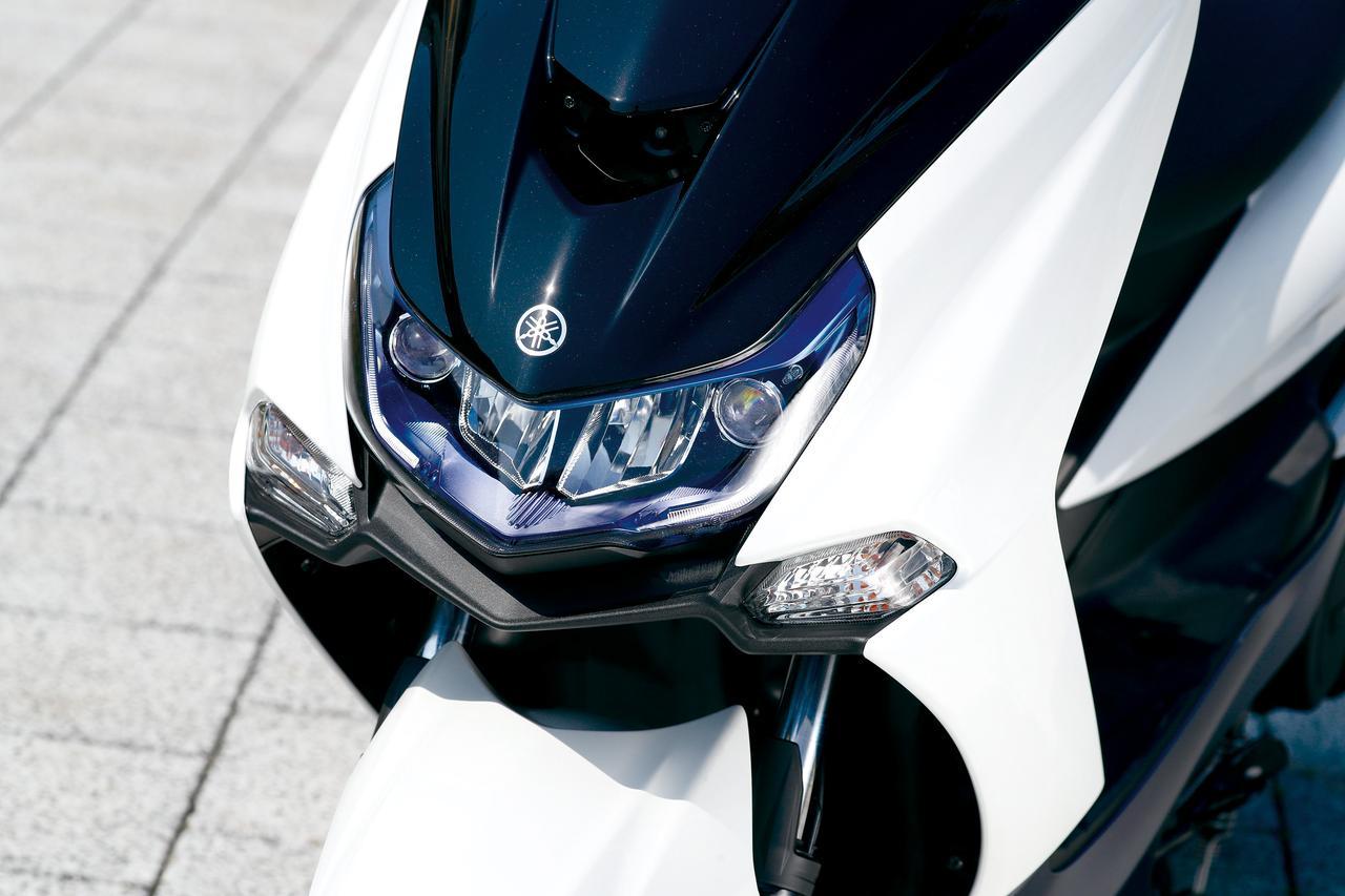 画像: 薄型のレンズとなったLEDヘッドライト。ローがリフレクター、ハイはプロジェクタータイプとして、ウインカーも新作された。