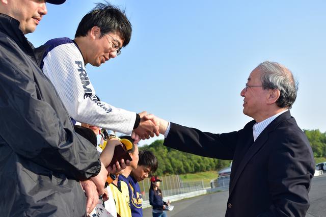 画像: 当日はMFJの大島裕志会長も来場、表彰式ではプレゼンターとして各クラスのウイナーを祝福していた。