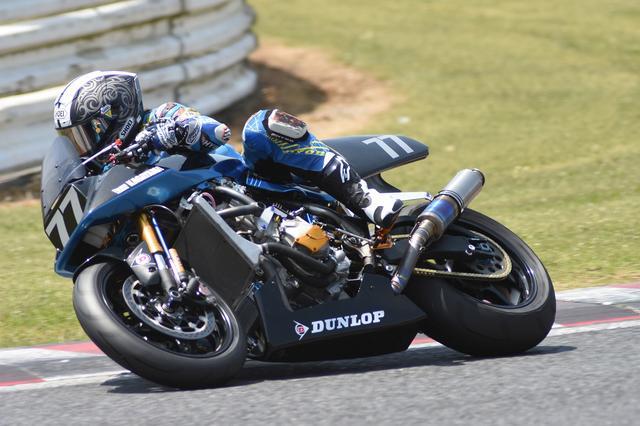 画像: 「タイヤをどうグリップさせるか、それをどうレース距離持たせるかがカギ。それってJSBと同じ」と加賀山