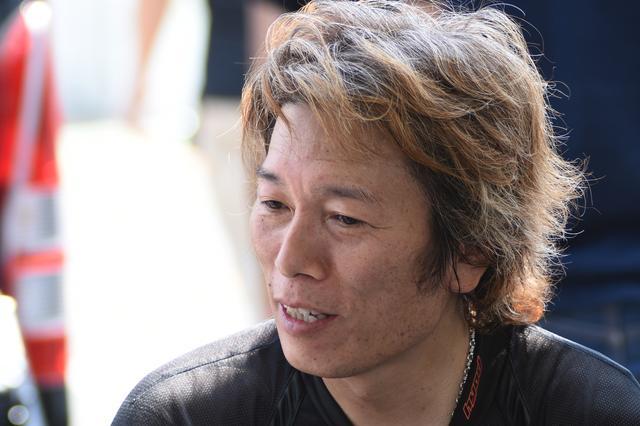 画像: いつもなにか仕掛け、ロードレースをメジャーにしたいと考えている加賀山ユッキー。