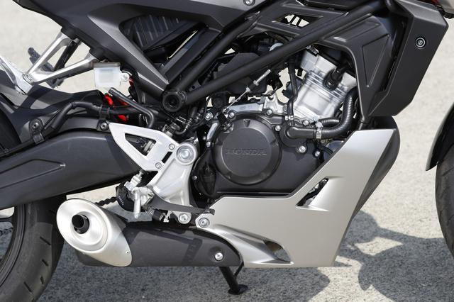 画像: ●最高出力:13PS/10000rpm  ●最大トルク:1.0kg-m/8000rpm あえてSOHCを採用して中回転域でのトルク特性を重視、扱いやすさを優先した仕上がりとした 水冷シングルユニット。パワーは13PSだがビギナーにも優しいエンジンだ。