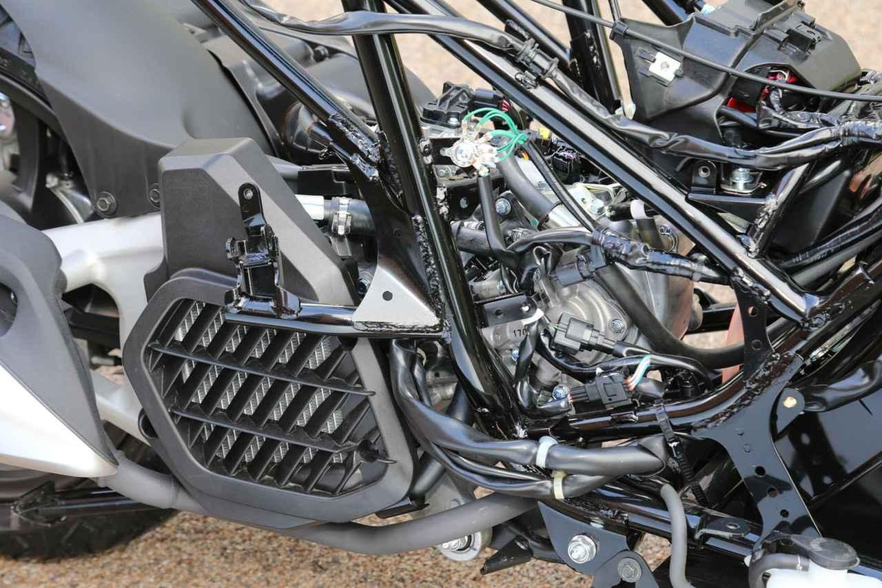 画像: 好燃費と静粛性を兼ね備えたeSPエンジンは、吸排気系の改良や フリクション低減などの細かな改良を受け、燃費を犠牲にせず力強さを増した。