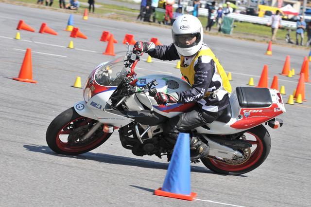 画像: 2011年、ジムカーナを始めたときのバイクはCBR250RRです。(PHOTO:小松信夫)