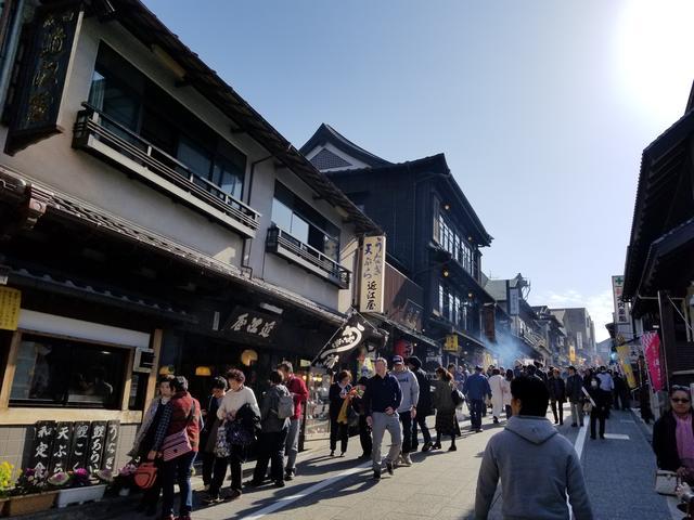画像: 下町感ある通りを歩くだけでもなんかワクワク♪ 鰻にソフトクリーム…美味しいものがいっぱい(º﹃º)