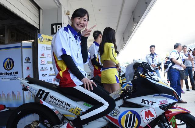 画像: この笑顔ですからね、パドックでもすぐ人気者です^^ 今回もアジアンライダーに大人気♬
