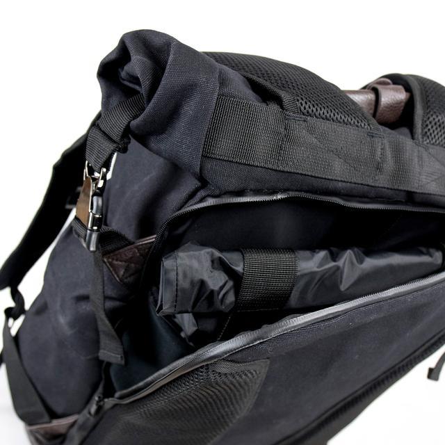 画像3: 普段遣いできる、防水仕様の落ち着いたデザインのバックパック