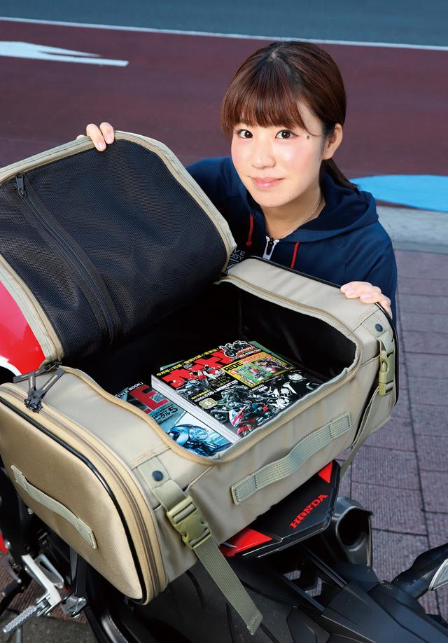 画像: 上面の開口部が大きいので荷物の出し入れがスムーズ。フラップの裏側にはメッシュポケットを備えている。