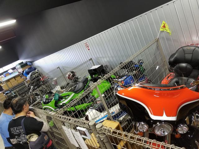 画像: 珍しいバイクがたくさん!! 中には売ってるものも!?1日中いても飽きないカフェですよ。