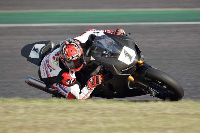 画像: 「Moto2から乗り換えると大きくてパワーがあったけど、MotoGPから乗り換えると大きくて重くてパワーが使いやすいです」と中上 昨年もほとんどのパワー制御をカットしての走行でした