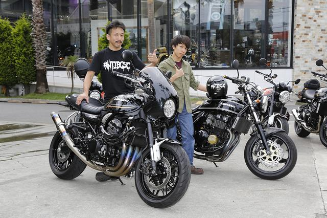 画像: 中澤邦雄さん(44歳)&雄也さん(18歳) 「これだけの台数が集まるのは初めてだったので、面白かったです」と語っていた、厚木から参加の中澤さん親子。二輪免許を取った雄也さんの愛車を探しにカワサキプラザ茅ヶ崎に来た所、なぜか邦雄さんが店頭のZ900RSに一目惚れして購入を即決したそうです(笑)。 「スタイルの良さと細部まで完成度が高い所が気に入ったんです。ノーマルのままで出来上がってるな、と思ったんですが、結局なんだかんだで手を入れてしまってますね(笑)」と邦雄さん。四輪メカニックのお仕事をされてるそうで、親子二台ともカスタムは自分で手がけたとか。雄也さんは「親と共通の趣味を持てたのが嬉しくて仕方ない」と話していて、うらやましくなる素敵な親子でした!
