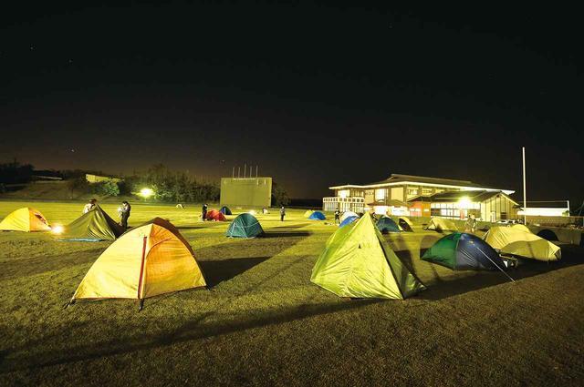 画像1: ゴール後のイベントもまた楽しい! キャンプや宿で仲間と語り合う