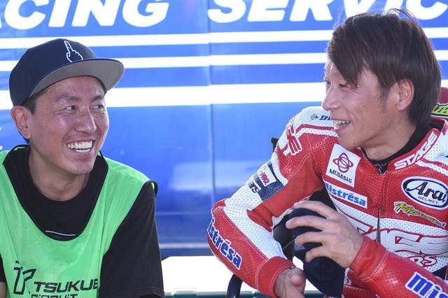 画像: レース後、福ちゃんの取材を受ける坂田 この後、ふたりはGP解説のために日テレへ